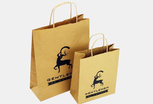 Vi på Sibon Production erbjuder våra kunder ett brett utbud av papperspåsar i en mängd olika material och modeller med eget tryck. Butikspåsar med tryck