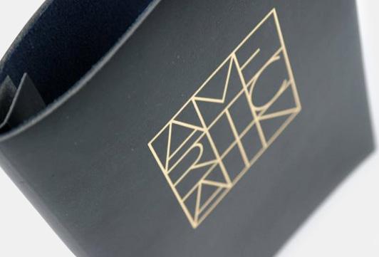 Vår passion är att erbjuda kvalitet, design och stil för att skapa en unik och personlig menypärm för varje kund. Menypärm med tryck