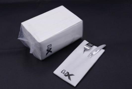 Egendesignade pappersservetter är ett utmärkt och billigt sätt att få en extra touch av kvalitet till din verksamhet. Servetter med tryck