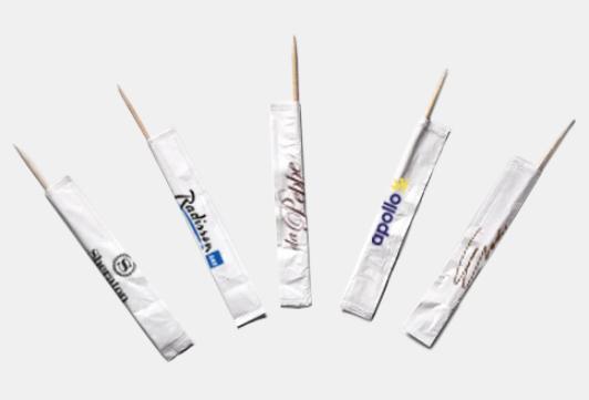 Tandpetare med tryckt reklam ger ett festligt intryck. Tandpetare med tryck