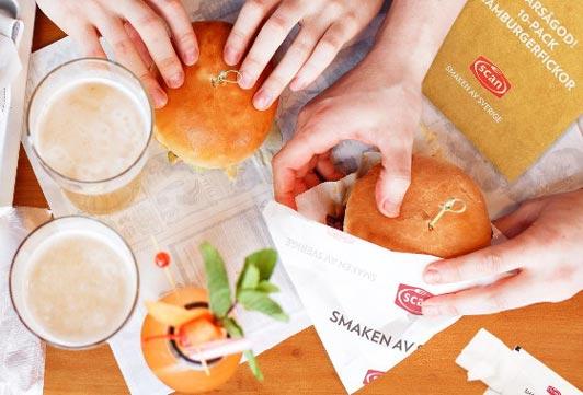 Tryck upp ditt budskap på hamburgare- & kebabfickor, vax- & smörpapper och välj det mått som passar din ätbara produk bäst. Wrappapper med tryck
